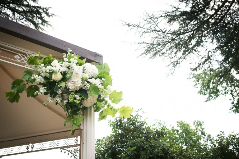 White wedding flowers for an outdoor wedding